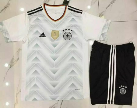 پیراهن و شورت تیم ملی آلمان